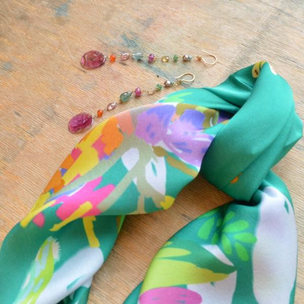 5 Octobre ilgi aukso auskarai su rožiniu turmalinu, smaragdais, rubinais ir safyrais ODILE